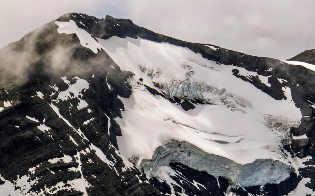 Cordillera Prat: Un mirador de fiordos y glaciares