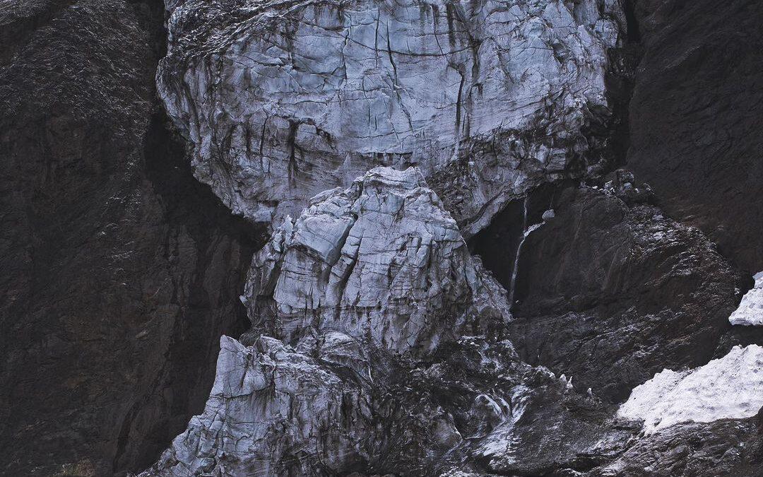 El oscurecimiento de glaciares en Chile central